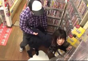 (えろムービー) 悪イケイケでAVコーナーにやってくる女子を媚薬ちんこでオシオキ☆