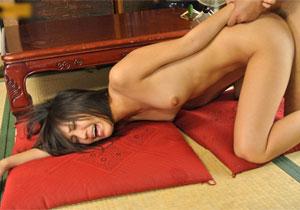 性に鈍感な親戚の女の子が裸でウロウロするから我慢できずにヤる!