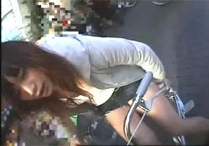 社内と街中の両方で辱めるSDO女子社員のアクメ自転車がイクッ!