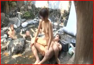 ピンチになればスタッフが助けます!もちろん嘘な素人娘の混浴ミッション!