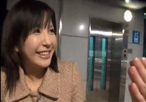 新横浜にいたお金に弱い素人娘をナンパしてハメ撮り!