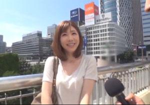 新宿西口でインタビューと称しナンパしたキレイなお姉さんをハメる!