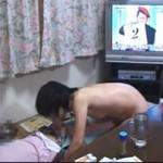 【エロ動画】 妻に寝ている友人を全裸で襲わせてみた個人撮影動画!