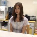 【エロ動画】 経営失敗した父親のために娘がAVデビュー! ※父親への報告シーン有