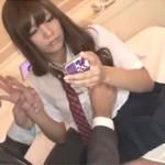 【エロ動画】 オヤジが必死に腰振ってるのに女の子は暇そうにスマホ弄ってる無反応セックス!