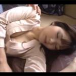 【エロ動画】 こたつで汗だくになって寝る姉の姿に欲情して近親相姦!