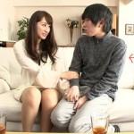【エロ動画】 旦那も子供もいる人妻さんが童貞くんに同情して筆下ろししてあげる!
