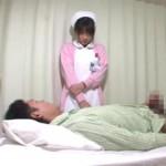【エロ動画】 「下腹部が痛くて・・・」と可愛い看護婦さんに勃起チンポ見せつけ!