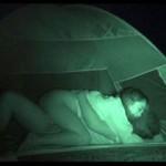 【エロ動画】 見られてますよ!キャンプ場でハメを外してヤってるカップル盗撮!