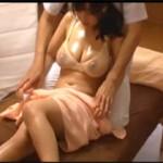 寝取られ願望を持つ旦那協力のもとで愛する妻に猥褻マッサージを仕掛けた寝取られエロ動画!