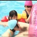 間違った性知識を覚えた女の子3人組がプールで大人のチンポを淫語痴女責めセックス!