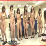 女子社員は全裸になることが義務付けられてるとある会社のヤりまくりオフィス風景動画!