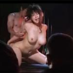 ストリップ劇場での本番行為、通称・まな板ショーを撮影したエロ動画!
