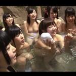 温泉旅館で修学旅行に来た女子グループと仲良くなって混浴エッチに大乱交しまくれた!