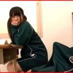 教室で寝てたらフル勃起!隣の席の女子が興味津々にガン見してくるので見せつけたらヤれた!