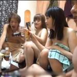 男女全員が裸になって酒を飲んで騒ぐ、ヤリサーの実態がよくわかる乱交パーティー動画!
