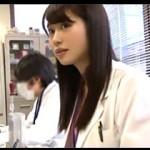 研究中はTバックを履いてるという実は淫乱な美人研究員がAVデビュー!