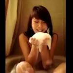 信じて送り出した可愛い娘が留学先で外国人の巨根フニャチンを咥えて笑顔でフェラ動画を撮影してるなんて・・・