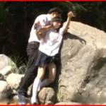 田舎で川遊びするズブ濡れ女の子に我慢出来ない!問答無用で襲い掛かって大自然の中で青姦レイプ!