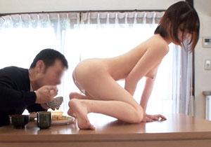 鈴村あいりが裸エプロン女になって文字通りオカズにされてる男性宅への出張派遣AV☆
