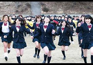 100人の男たちが上原亜衣率いる女優軍団にナカ出しするためガチで追いかける☆収録時間719分の完全版☆