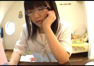 真面目に見えて実はドヘンタイ☆勉強中のストレス解消にオまんこマル見えでおなにーする眼鏡っ小娘☆