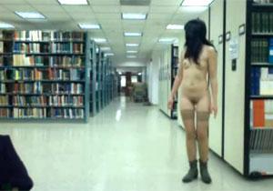 ついにシロウトの過激っぷりもここまで来た☆大学の図書館から1人で露出配信するシロウト小娘☆