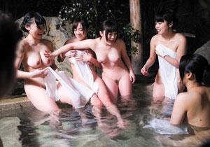 えろハプニング☆混浴混浴でタオルが外れても気にしない女子大学生グループと大乱交☆
