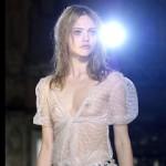 ファッションショーでおっぱい丸出しで堂々と振舞うスーパーモデルたちのポロリ画像集!