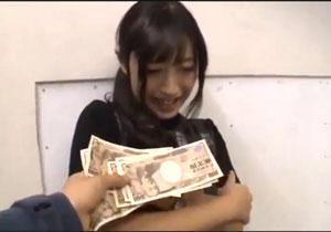 一萬円札の束を突きつけたら真面目そうな子でもヤラせてくれたシロウトキャッチ☆