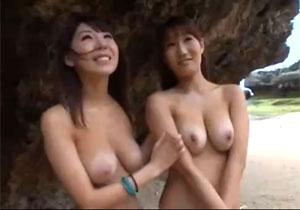 日焼け跡がえろい美巨乳ビキニGAL二人組を南国でキャッチして大乱交ハメドリ☆
