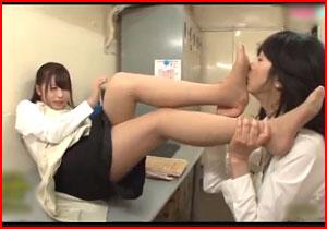 パート先で若いヒトヅマがレズビアンビアンなイソジのパートおばさんに狙われてねっとりレズビアン☆