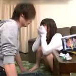 イケメン男優にメロメロでハメられてるくせに恋する女の子みたいになってる家飲みセックス動画!