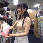 AV会社で衣装担当として働く巨乳女性スタッフを口説いて会社に内緒のAV出演!備品使いまくりwww