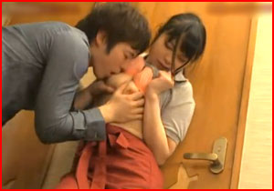 お店で見つけたカワイい女性店員さんを店内でバレないように強姦する強姦えろムービー☆