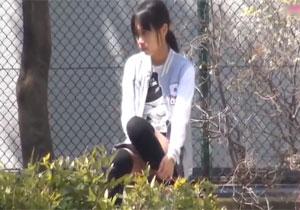 公園の死角でおなにーしてる女子を発見して秘密撮影した激写映像☆