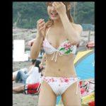 夏の海で激写された素人水着ギャルのおっぱいポロリのハプニング!