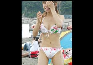 夏の海で激写されたシロウトミズ着GALのお乳ポ少女のハプニング☆