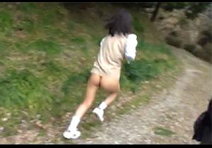 田舎で強姦集団に襲われて下半身丸出しのまま逃げる女子を捕まえ犯すキチクムービー☆