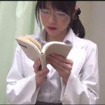 クールな女医がインポ患者に頼まれた卑語たっぷり官能小説朗読でアソコをビショ濡れに!