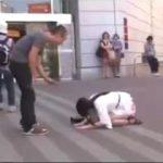「私とセックスしてください!」 主演出演本数0本の崖っぷちAV女優が街中で土下座逆ナンパ!