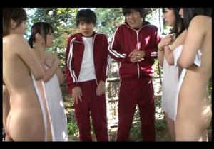 「私たちの裸見たんだからあんたも見せなさいよ☆」 修学りょこうで覗きがバレて女子の前でちんこ公開☆