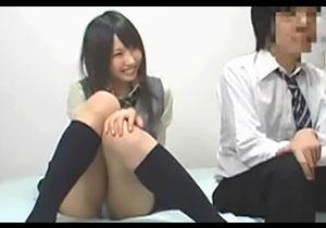 AV鑑賞に来た同級生女子がパンツにシミ作ってセックスを迫ってきて脱ドウテイ☆