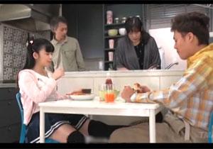 テーブルの下でアニの股間を足で弄る小悪魔なイモウト☆親にバレないようナカ出しセックスまで要求☆