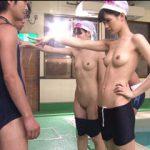 ヤリたい盛りの男子達が「時間が止まる腕時計」をプールで使って悪戯しまくり!