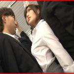 満員電車で女上司と密着!勃起してるのがバレたら普段厳しい上司がメスになってヤラせてくれた逆痴漢!