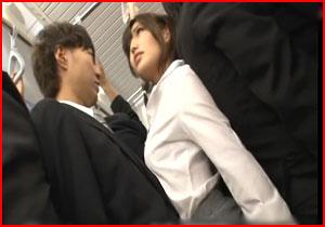 満員列車で女上司と密着☆ボッキしてるのがバレたら普段厳しい上司がメスになってヤラせてくれた逆チカン☆