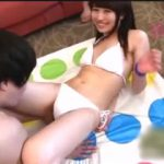 真夏のビーチで貧乳娘を狙ってナンパ!謝礼金を賭けたツイスターゲームで乳首チラを連発!