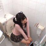 巨乳妹がトイレで放尿中に突撃!逃げ場のない場所で即ハメして犯しまくる鬼畜兄の近親相姦!