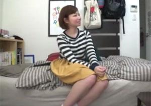 男慣れしてない短髪女子大学生が家に連れ込まれるとこうなる。SEX秘密撮影されて流出☆